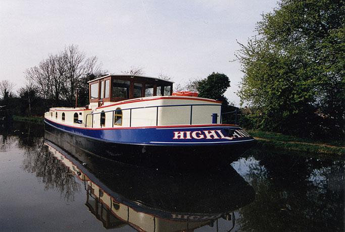 delta-marine-dutch-barge-exterior-03