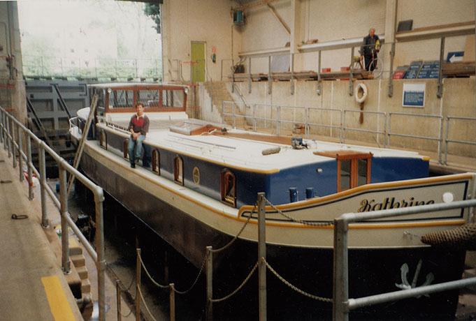 delta-marine-dutch-barge-exterior-04