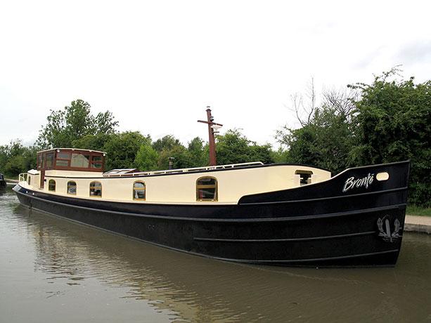 delta-marine-dutch-barge-exterior-10