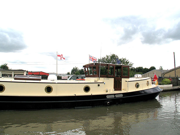 delta-marine-dutch-barge-exterior-11