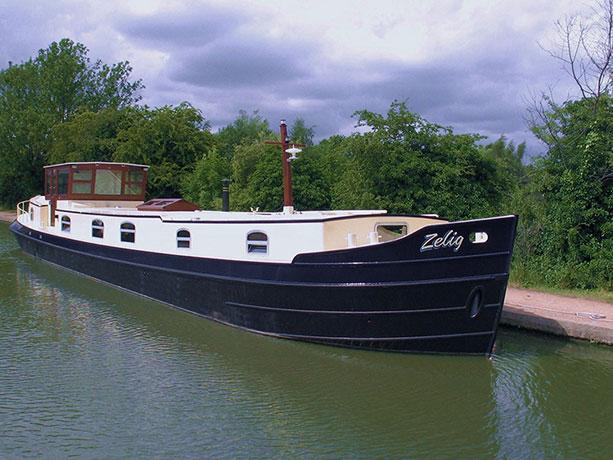 delta-marine-dutch-barge-exterior-12