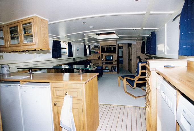delta-marine-dutch-barge-interior-01