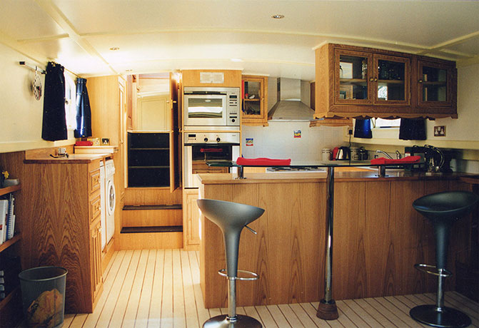 delta-marine-dutch-barge-interior-09