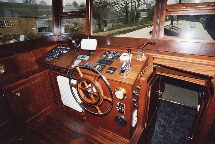 delta-marine-dutch-barge-interior-11