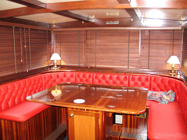 delta-marine-dutch-barge-interior-17