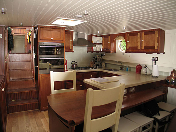 delta-marine-dutch-barge-interior-18