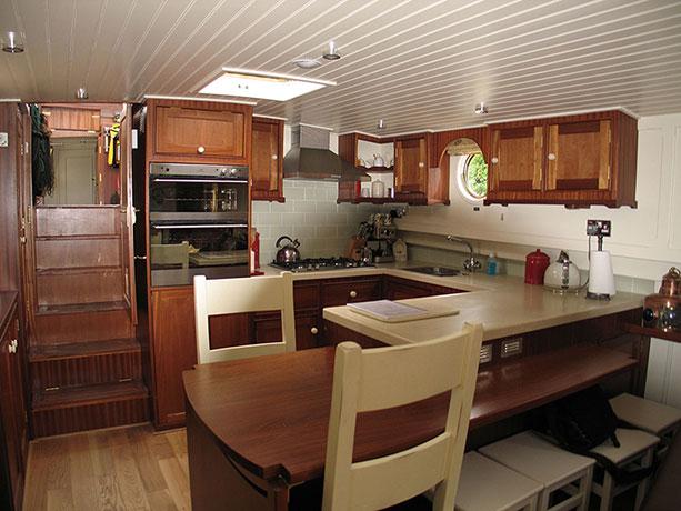 delta-marine-dutch-barge-interior-18