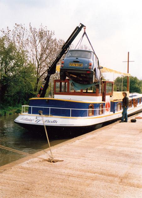 dms-dutch-barge-exterior-02