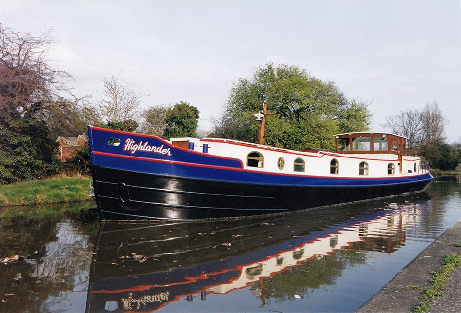 dms-dutch-barge-exterior-05