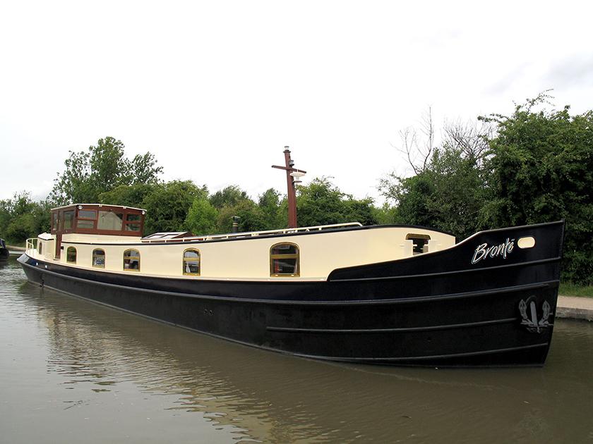 dms-dutch-barge-exterior-10