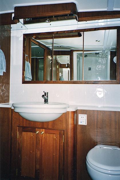 dms-dutch-barge-interior-14