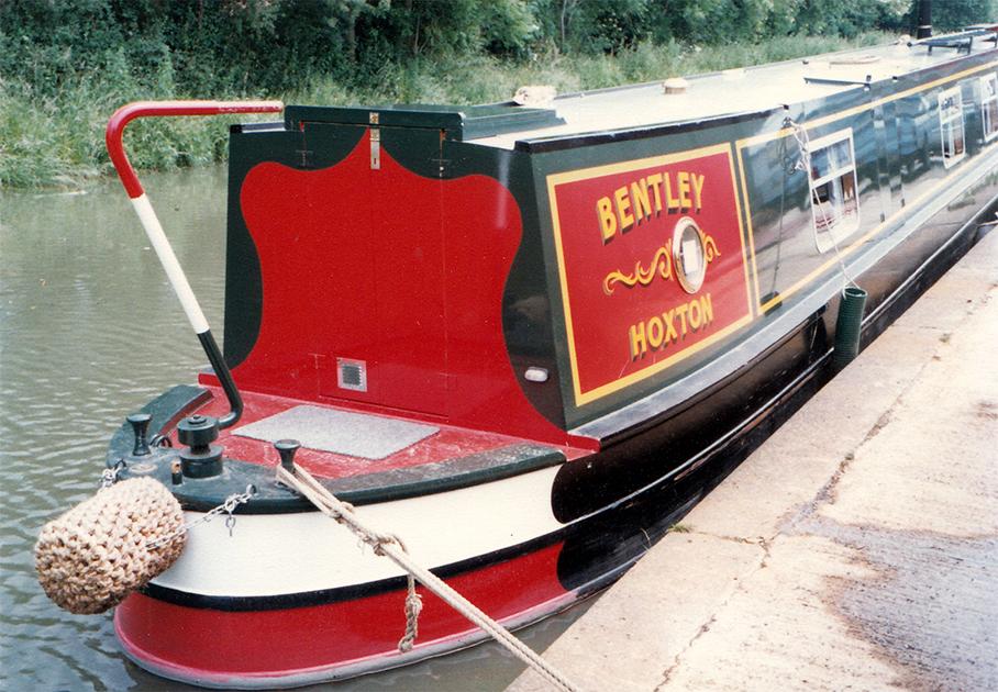 dms-narrow-boat-exterior-02
