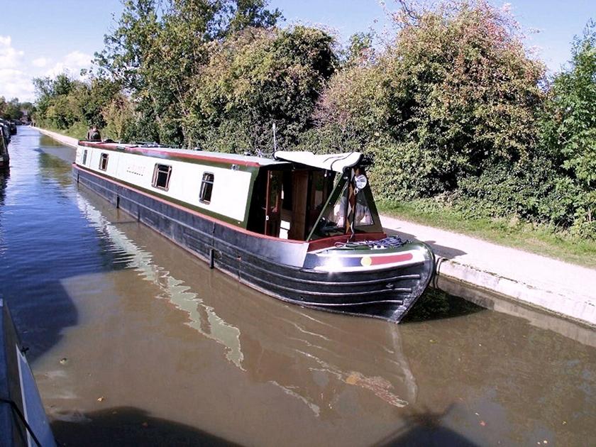 dms-narrow-boat-exterior-05