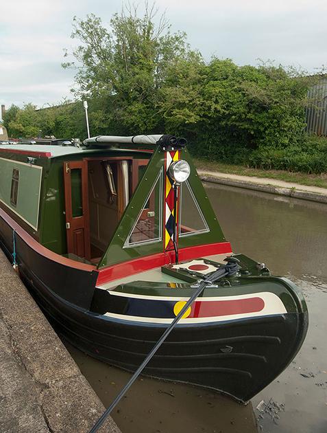 dms-narrow-boat-exterior-06