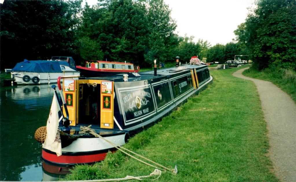 dms-narrow-boat-exterior-09