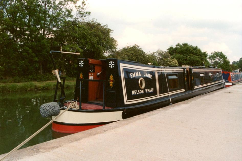 dms-narrow-boat-exterior-10
