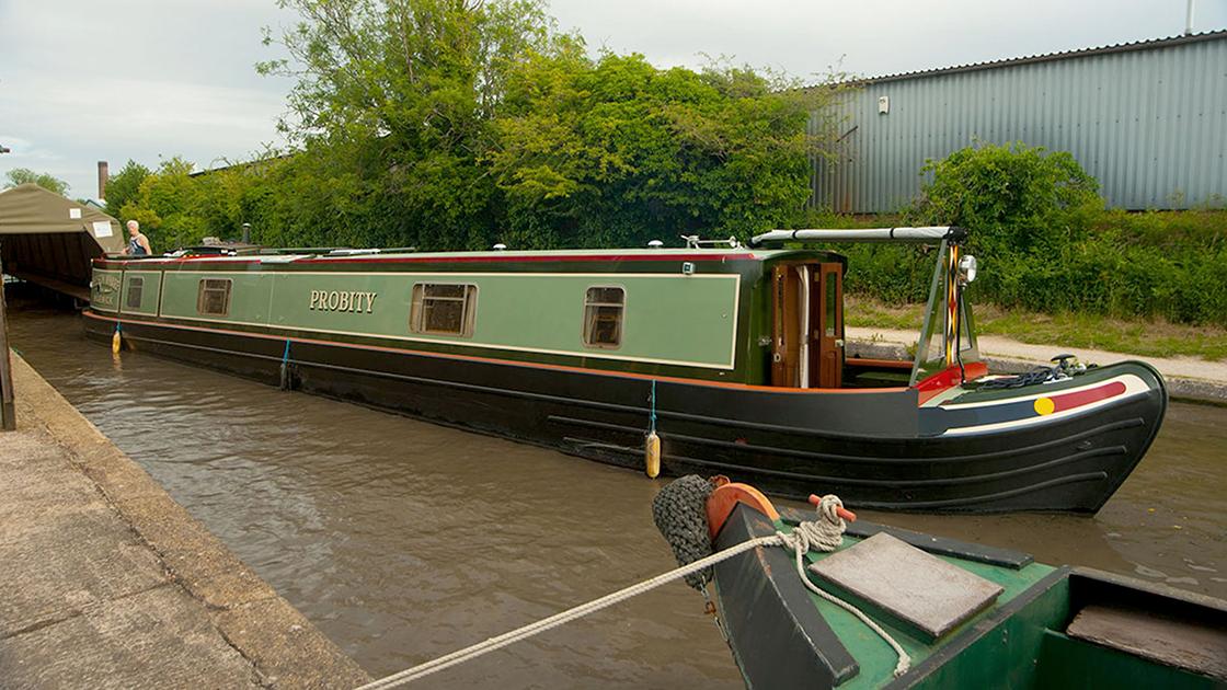 dms-narrow-boat-exterior-11