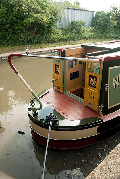 dms-narrow-boat-exterior-12