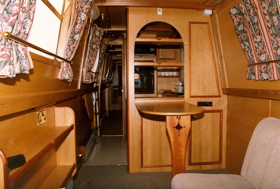 dms-narrow-boat-interior-02