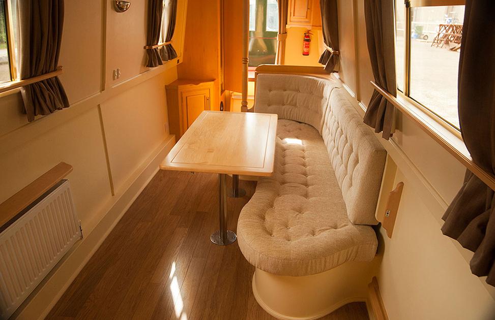 dms-narrow-boat-interior-05