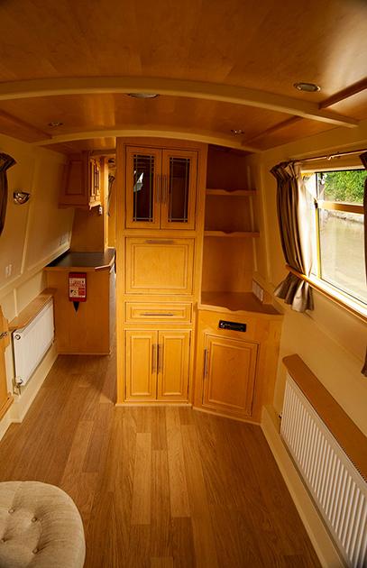 dms-narrow-boat-interior-07