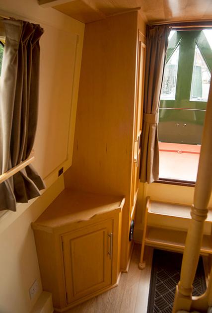 dms-narrow-boat-interior-08