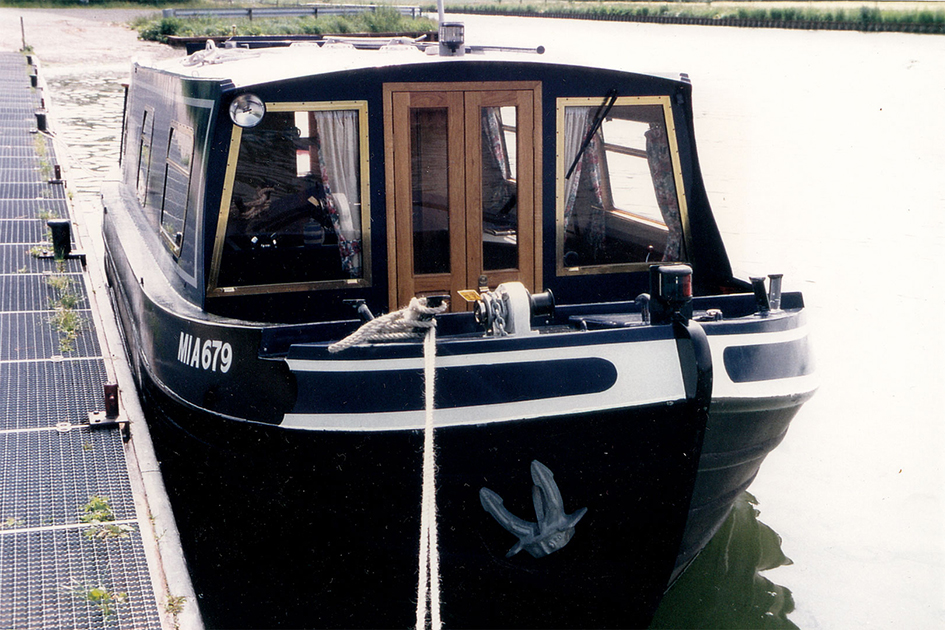 dms-wide-beam-canal-boat-exterior-02