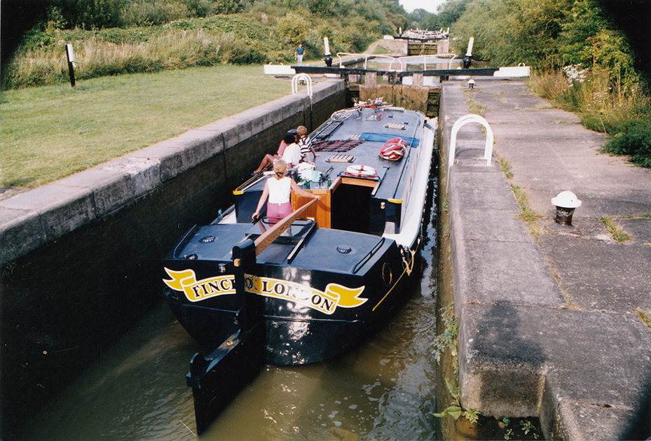 dms-wide-beam-canal-boat-exterior-03