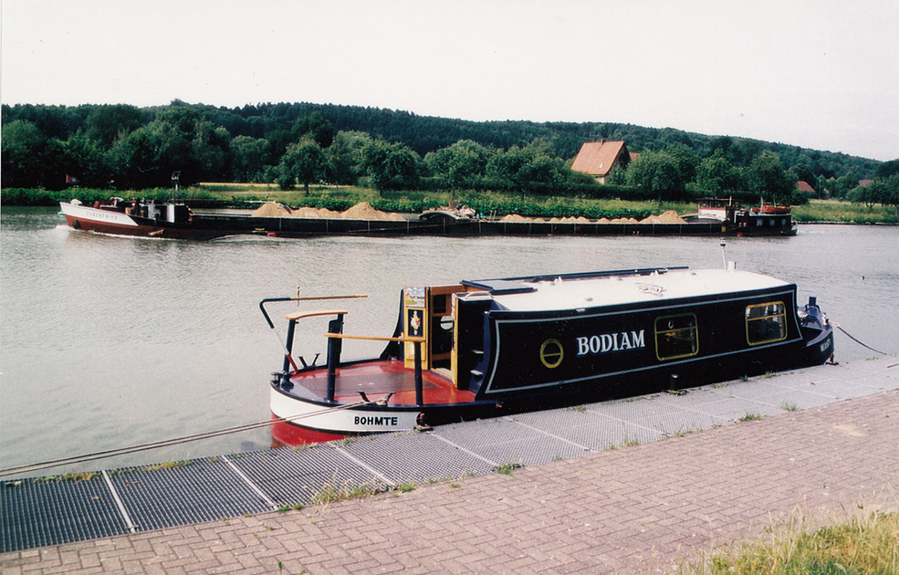 dms-wide-beam-canal-boat-exterior-04
