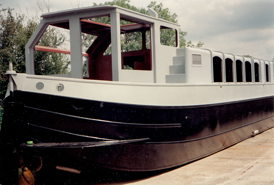 dms-wide-beam-canal-boat-exterior-07