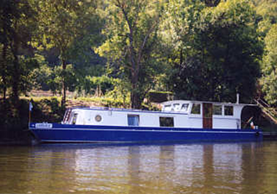 dms-wide-beam-canal-boat-exterior-11