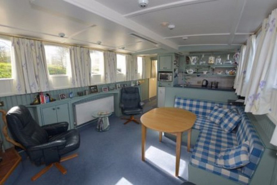 dms-wide-beam-canal-boat-interior-05