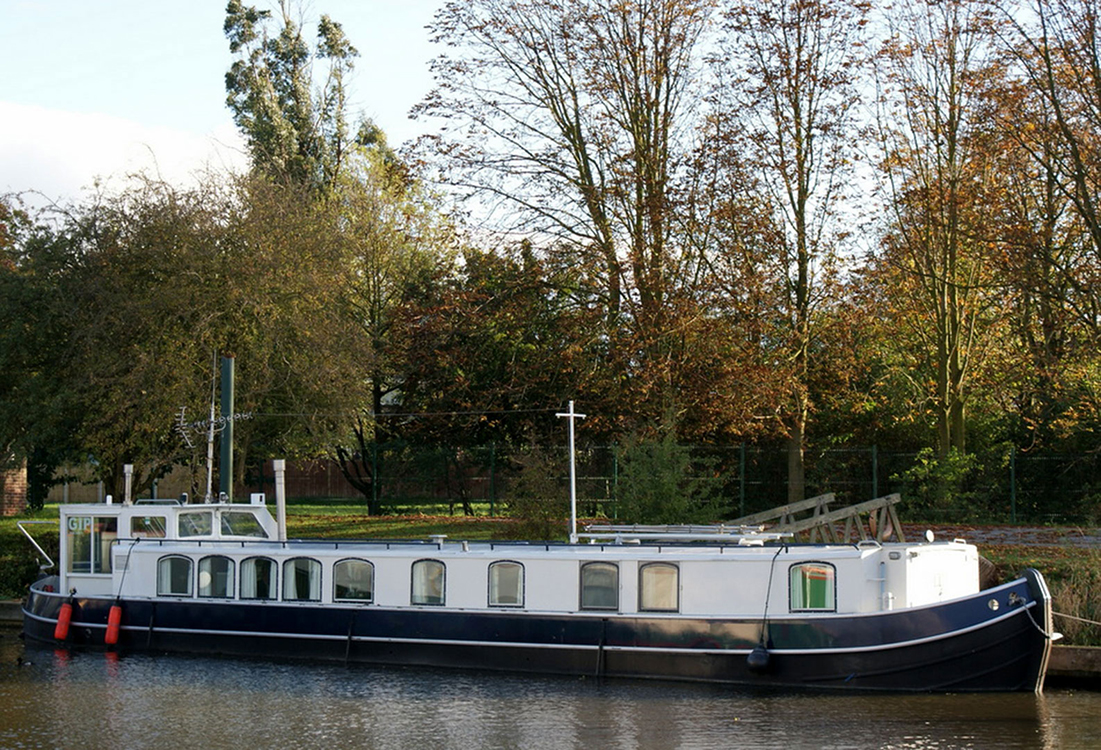 home-wide-beam-canal-boat-exterior-10
